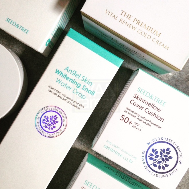 (The beautiful, beautiful packaging! Look at that lovely shade of teal and prismatic logo on the cover)