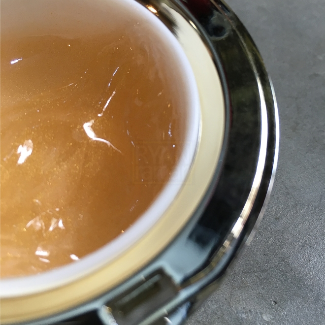 (Another pic, same beautiful color of the broth!)