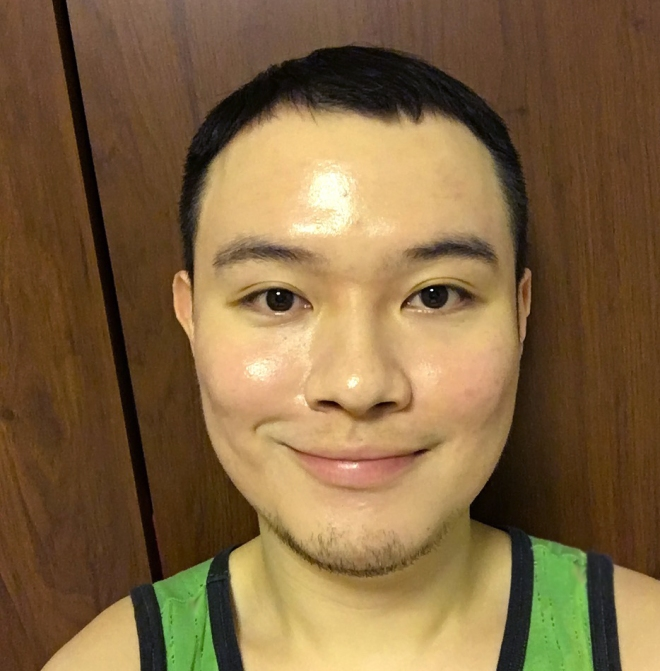 (This is me wearing the Honey Beam cushion. As you can see on my forehead and right cheek, there is the obvious glow!)