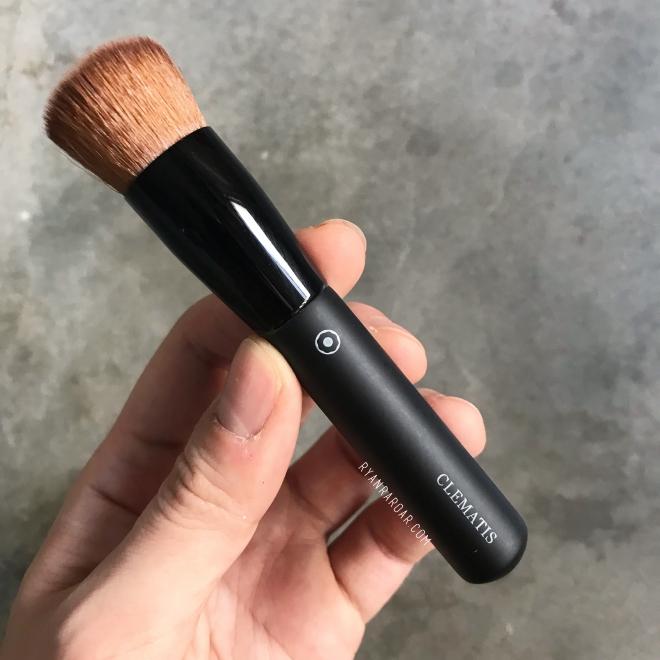 Foundation Brush 02