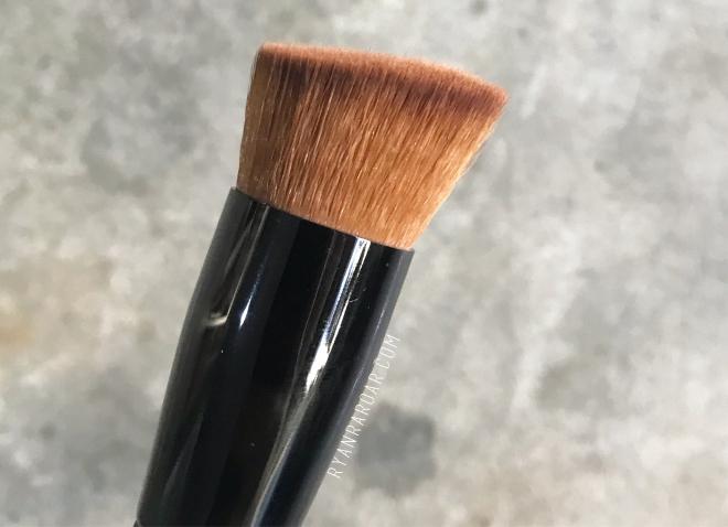 Foundation Brush 03